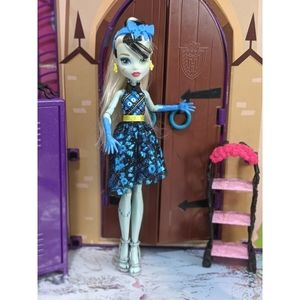 Welcome to Monster High Frankie Stein Doll